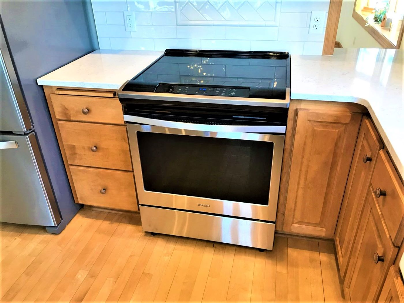 kitchen stove & cabinets